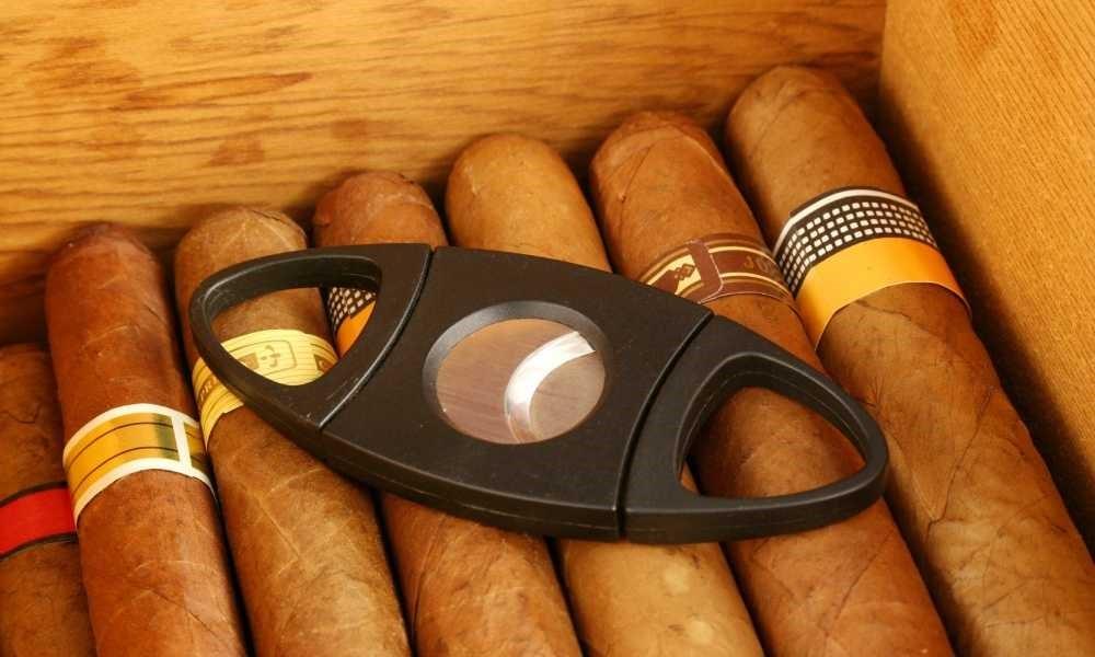 Iron Horse Cigar Depot - cutter